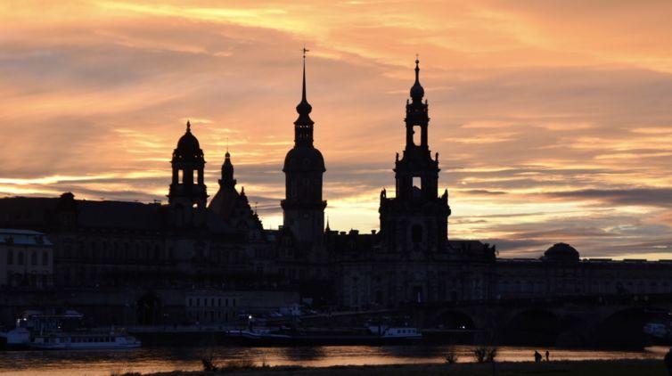 Hofkirche Dresden im Abendlicht