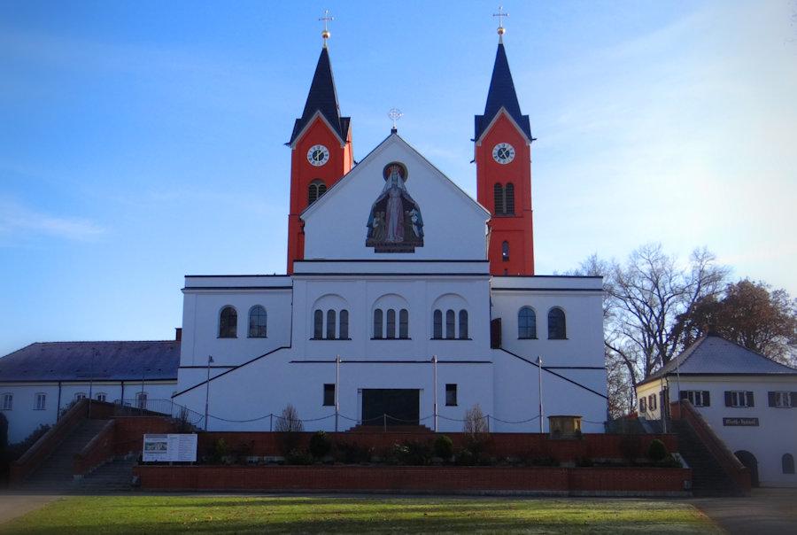 Charismatischer Pfingstmontags-Lobpreisgottesdienst in der Bergkirche Vilsbiburg